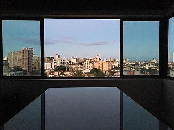 """""""Leva-me à janela – 'para nos oferecer ao Recife', você diz – e, do sétimo andar de um prédio de apartamentos, abre meus braços à Boa Vista"""""""