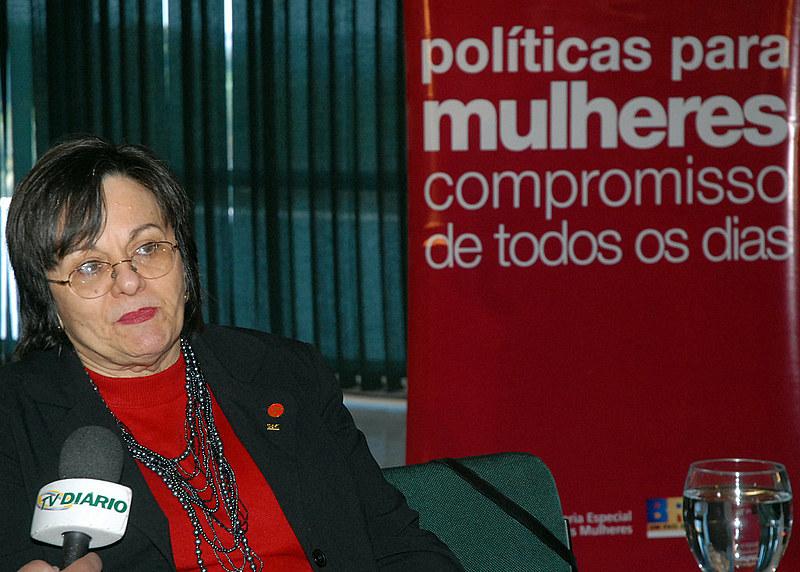 """Se nas delegacias de mulheres, que são preparadas para esse atendimento, há problemas, imagina na comum"""", pontuou Marina Ganzarolli, da Rede Feminista de Juristas"""
