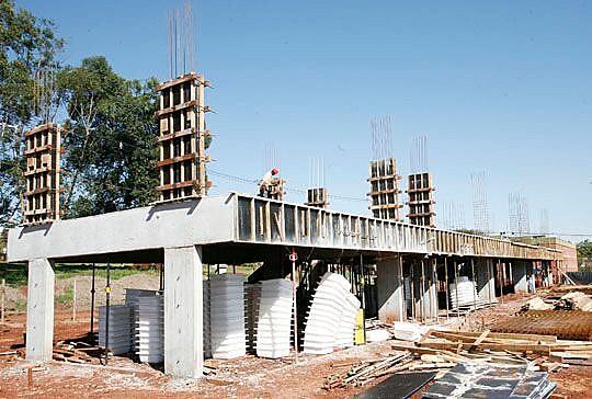 Obras para a construção da Casa do Estudante da UEM estão paradas há seis anos