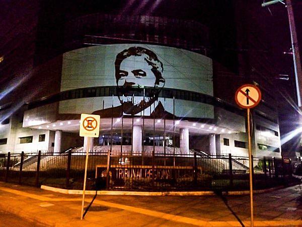 """""""Entre os ataques à Síria e a arbitrária prisão de Lula, há um forte laço: ambas as ações são justificadas por falsas verdades"""""""
