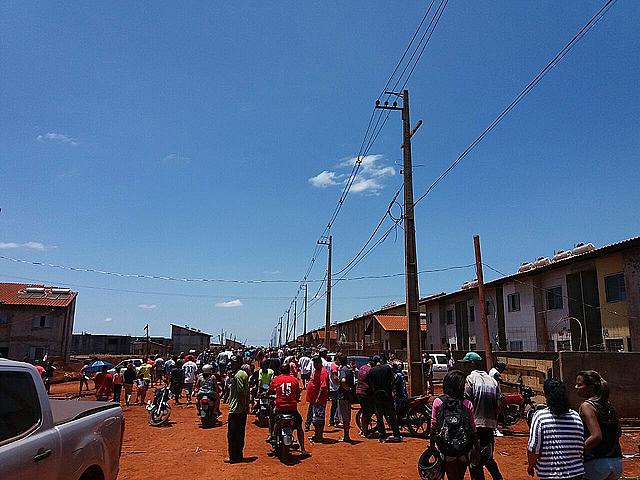 Cerca de 4 mil pessoas vivem na ocupação Flores do Campo, onde estava um canteiro de obras paradas