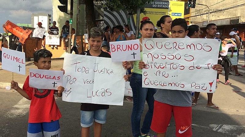 500 pessoas protestaram na Avenida Sapopemba pedindo justiça para o jovem Lucas Rodrigues Araújo