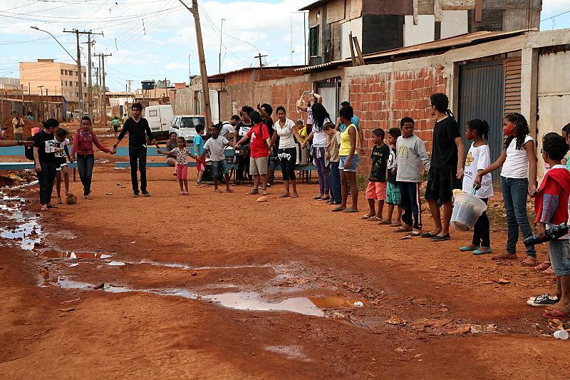 Comunidade que vive com estrutura precária na Santa Luzia, Cidade Estrutural, no Distrito Federal