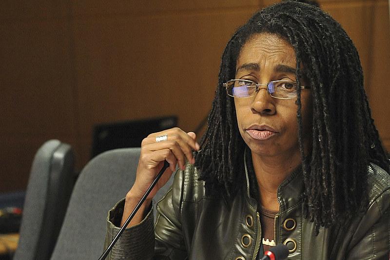 ''É uma experiência compacta, inteira e singular que traz vários reflexos em nossas vida'', fala Jurema Wernechk sobre ser mulher negra