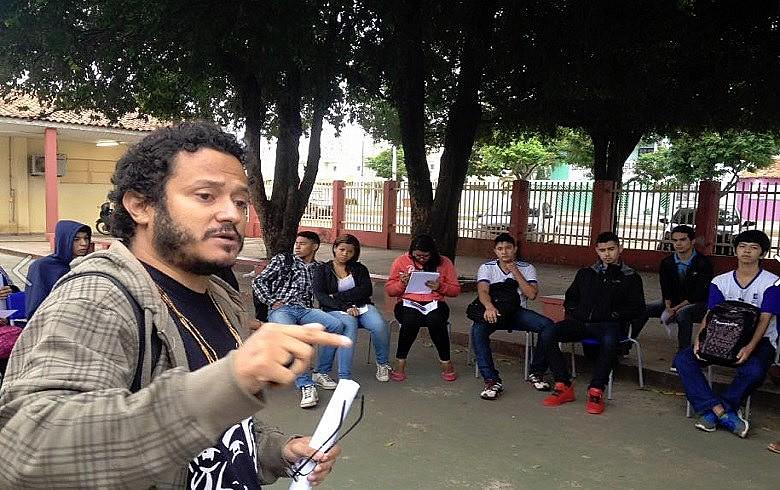 Em escola ocupada, alunos fazem aula pública para discutir consequências das PPPs