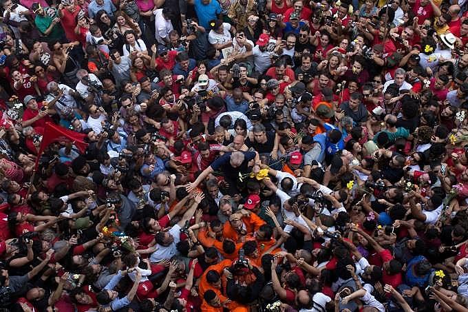 """""""No fundo o problema de Lula não é um triplex, é ter revolucionado a história desse país"""", afirma"""