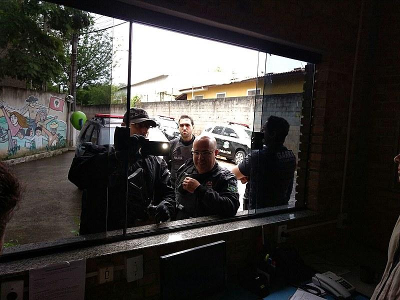 Policiais invadiram a escola e atiraram seguidas vezes na recepção da Escola Nacional Florestan Fernandes