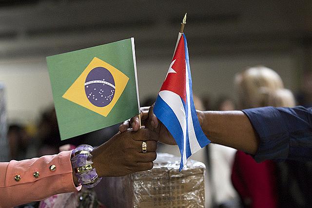 Mais de 8 mil profissionais cubanos estão deixando país nos últimos dias