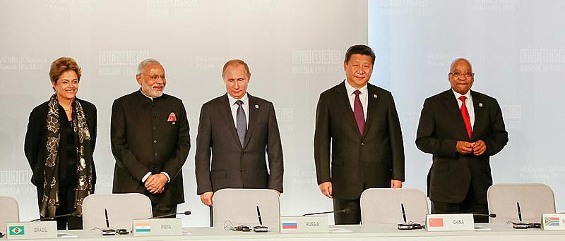 Líderes dos BRICS com a ex-presidenta Dilma Rousseff em 2015