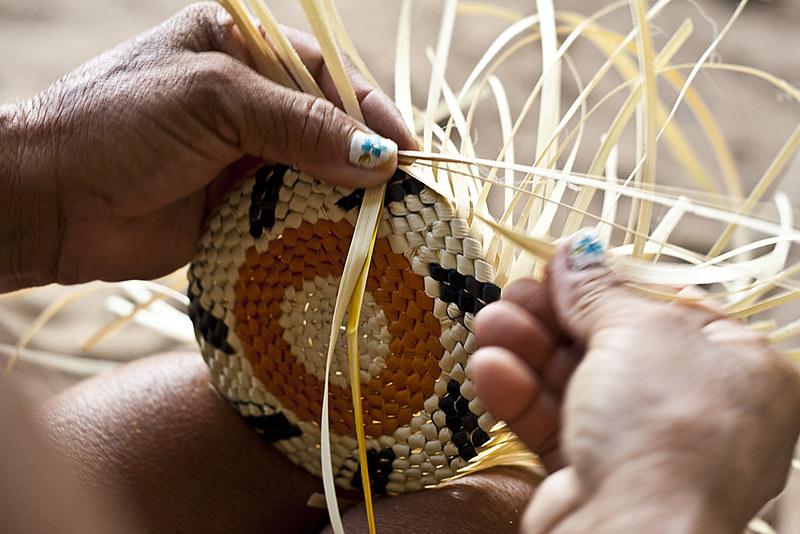 O artesanato possibilitou às artesãs continuarem vivendo em suas comunidades