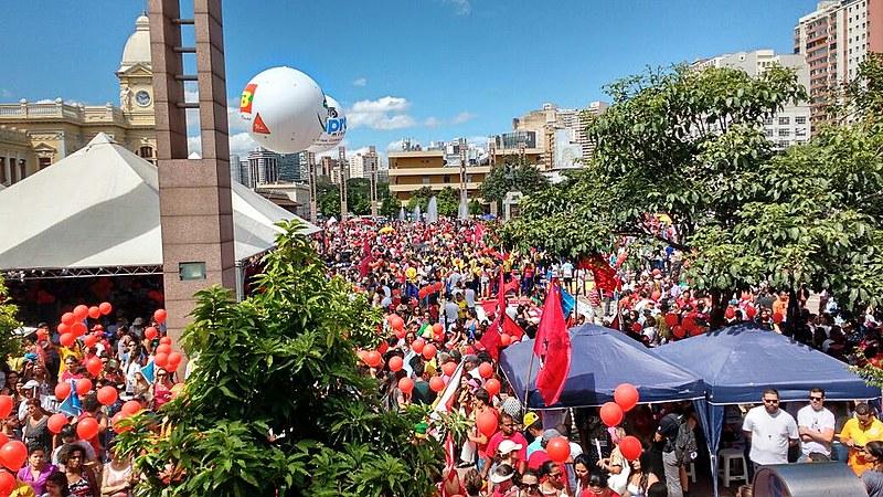 Mobilização em Belo Horizonte (MG) reuniu cerca de 150 mil pessoas contra mudanças na Previdência propostas pelo governo Temer.