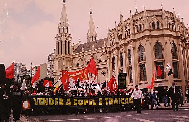 Mobilização popular contra a venda da Copel, em 2001, impediu o processo de privatização