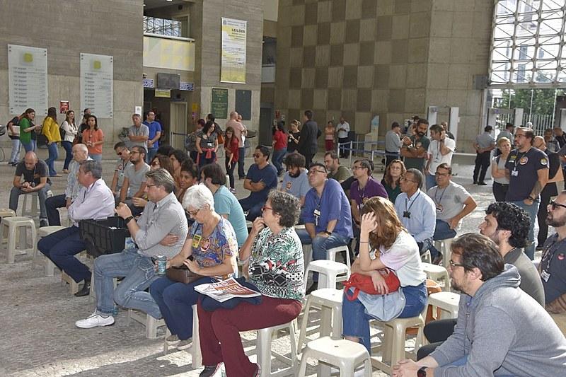 Servidores fizeram ato em frente ao Fórum Trabalhista, em São Paulo (SP)