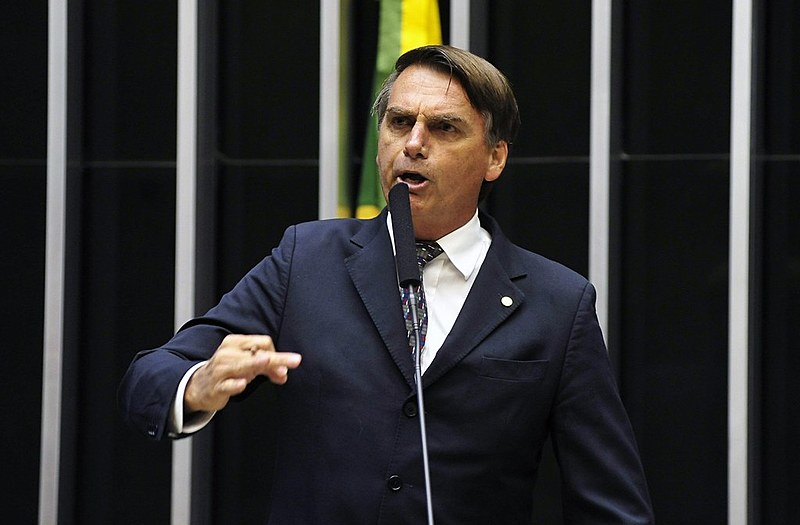Bolsonaro votou a favor da reforma trabalhista, que permitiu a flexibilização de direitos como jornada de trabalho e horário de descanso