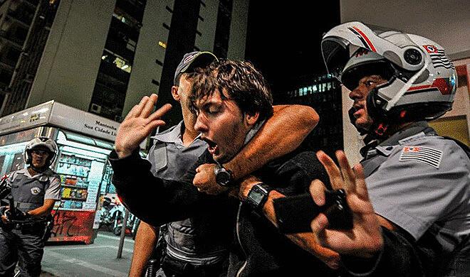 Repressão policial durante ato na Avenida Paulista