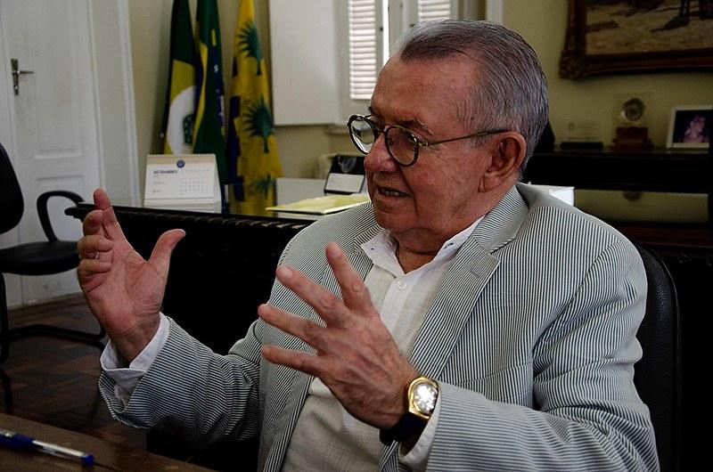 Gestão do professor e médico Henry de Holanda Campos à frente da reitoria da UFC vai até agosto