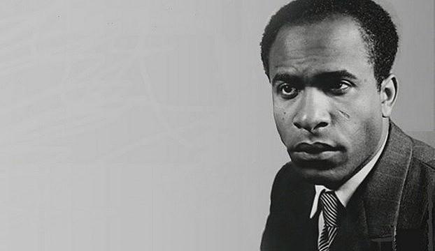 """Psiquiatra e militante escreveu uma das obras mais importantes sobre o racismo, traduzido em português como """"Pele Negra, Máscaras Brancas"""""""