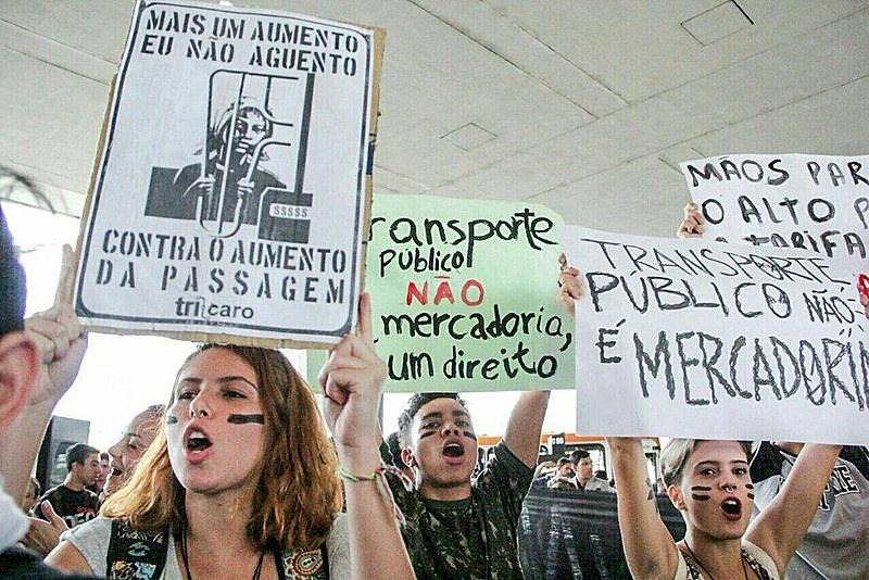 Movimentos sociais atuam em defesa da redução das tarifas de ônibus em todo o Brasil
