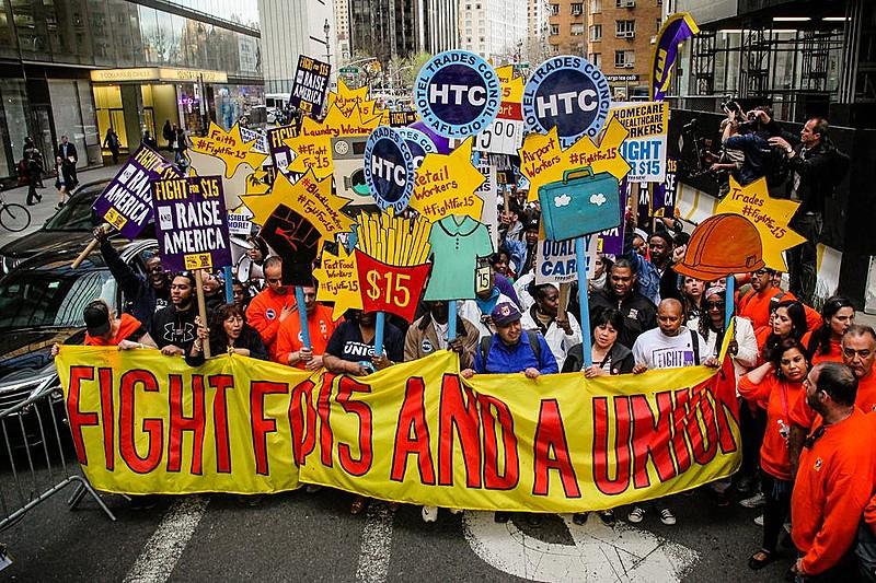 Movimento Fight for $15 está revitalizando o sindicalismo nos Estados Unidos, obtendo conquistas para categorias historicamente precarizadas
