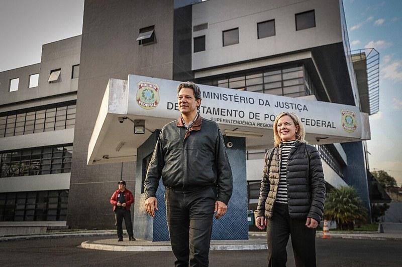 Haddad é ocandidato a vice e será o porta-voz de Lula onde ele estiver impossibilitado de estar