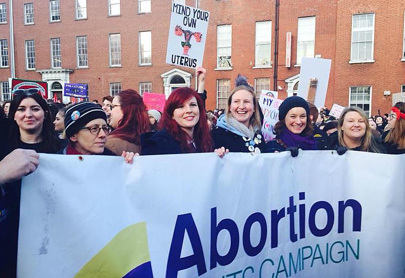 """Irlanda aprovou a legalização do aborto com 66,4% de votos pelo """"sim"""" em referendo histórico em maio"""