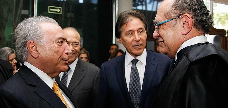 El presidente Michel Temer y los presidentes del TSE y del Senado, Gilmar Mendes y Eunício Oliveira, respectivamente