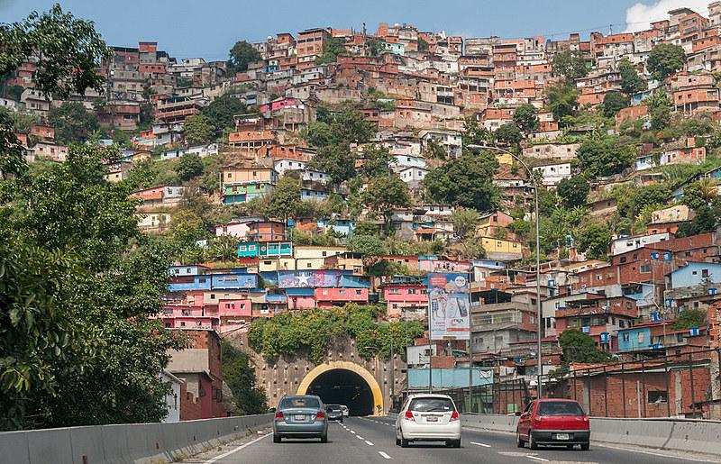 Vista de um bairro popular de Caracas
