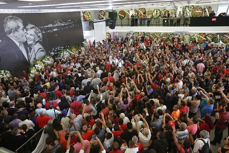 Velório de Marisa Letícia mobilizou cerca de 20 mil pessoas, segundo o Sindicato dos Metalúrgicos do ABC, onde ocorreu a cerimônia
