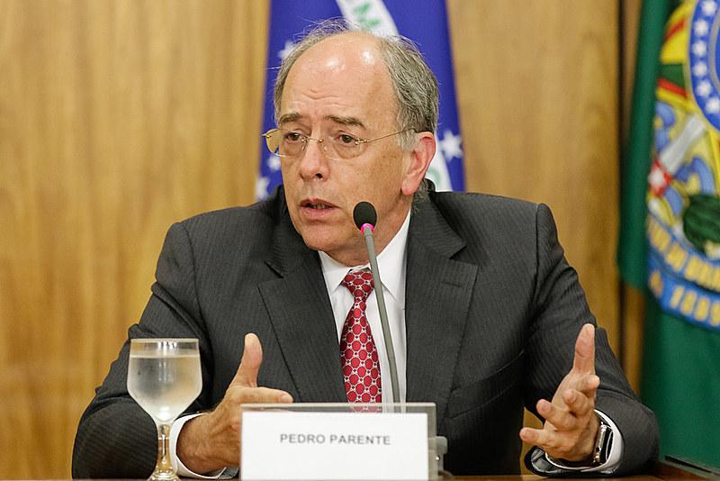 Pedro Parente ocupou a chefia do Ministério de Minas e Energia exatamente no período do apagão