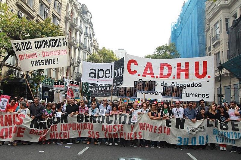Novamente, os argentinos tomaram as ruas exigindo justiça após 42 anos do golpe que deu início à ditadura mais sangrenta do continente