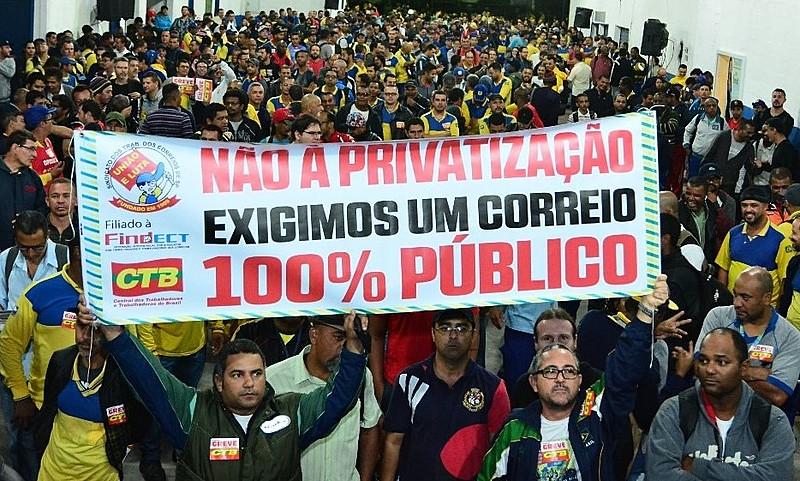 Manifestação em São Paulo contra a venda dos Correios: brasileiros rejeitam a privatização