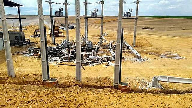 Parte do maquinário destruído para impedir a captação empresarial da água