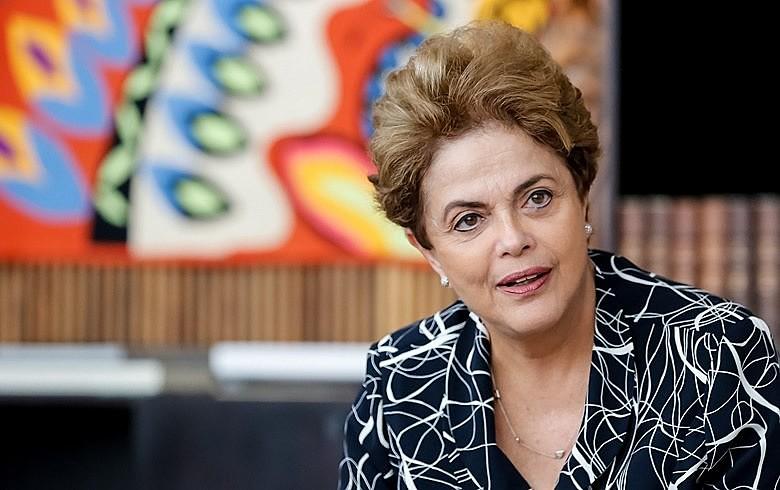 Dilma: 'Minhas mãos estão limpas e foram fortalecidas, ao longo da vida, pela militância a favor da democracia'