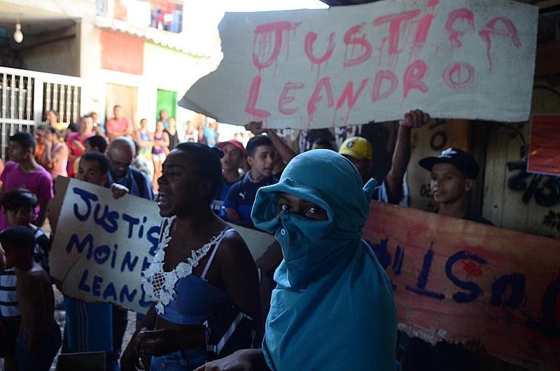 Manifestação de moradores da Comunidade do Moinho contra a ação da Polícia Militar logo após o ocorrido