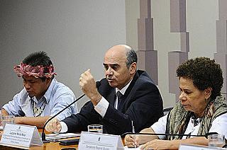Audiência pública no Senado marca início de semana de articulações. Na foto Eliseu Lopes, Luciano Maia e senadora Regina Sousa (PT-PI)