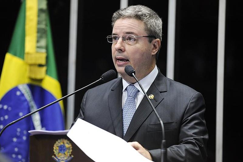 """""""O maior exemplo de sua submissão foi se responsabilizar pela relatoria do impeachment de Dilma Rousseff no Senado"""""""