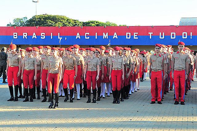 Estudantes do Colégio da Polícia Militar de Ceilândia, no Distrito Federal