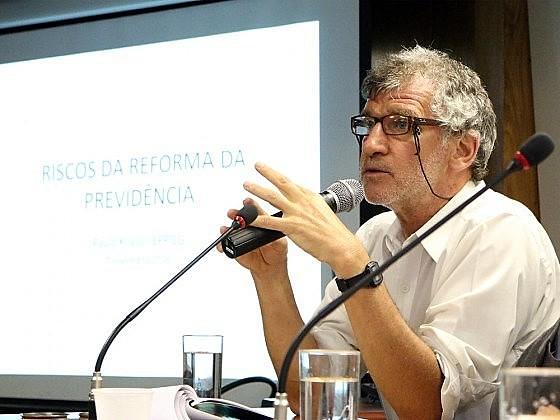 """Economista Paulo Kliass: """"Ele quer ter controle político total e completo"""""""