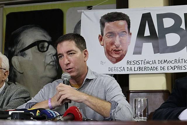 En actividad realizada en Rio de Janeiro, el periodista Glenn Greenwald habló ante miles de personas.