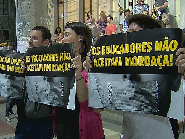 Manifestantes em protesto contra projeto de lei em Juiz de Fora (MG), em 2016