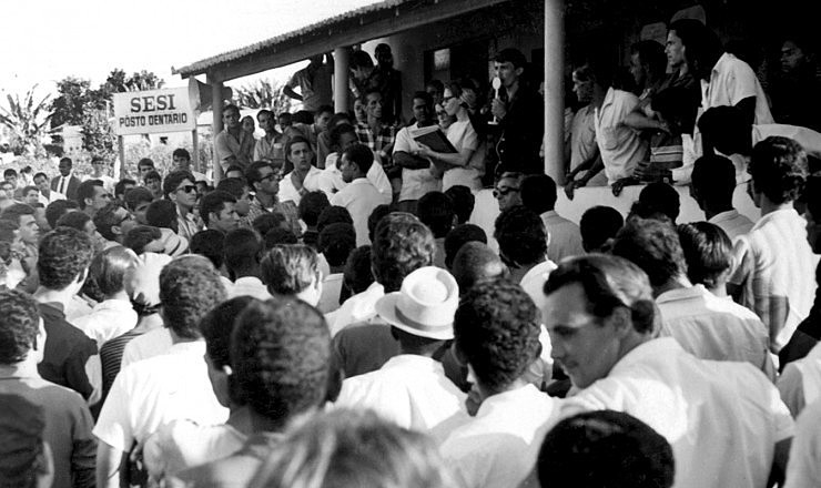 Assembleia de grevistas na região industrial de Contagem, em Minas Gerais