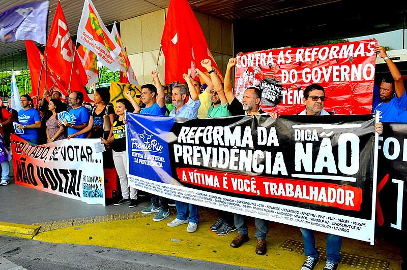 São mais de setenta sindicatos, movimentos, associações que compõem a frente