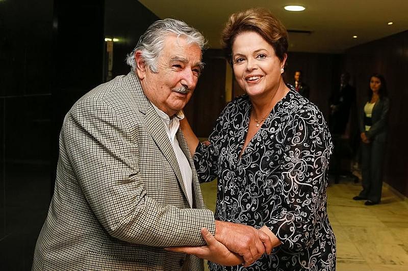 Mujica participou de ato nesta quarta-feira (31) em repúdio à destituição de Dilma Rousseff