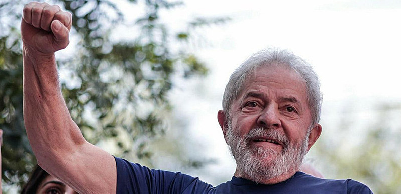 A direita que depôs Dilma, apoia Moro, e fazem parte desta ameaça que paira sobre o país, afirma o ex-presidente.