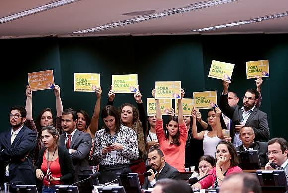 Gritos contra Eduardo Cunha foram entoados por manifestantes presentes na sessão