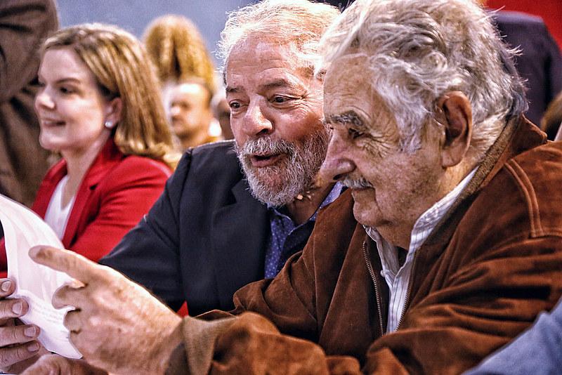 Ao lado de Lula, Mujica participa do 6º Congresso Nacional do PT, em São Paulo