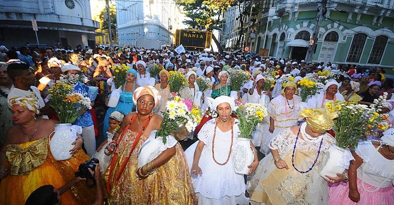 Caminhada conta com a participação de organizações do movimento negro, religiões de matriz afro e grupos culturais