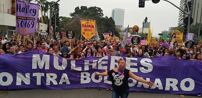 Milhares de mulheres se reuniram no Largo da Batata, em São Paulo, para o ato #elenão, em setembro