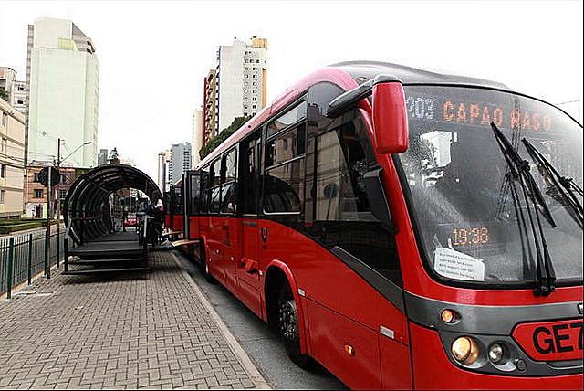 A prefeitura socorre as empresas de ônibus com dinheiro dos contribuintes