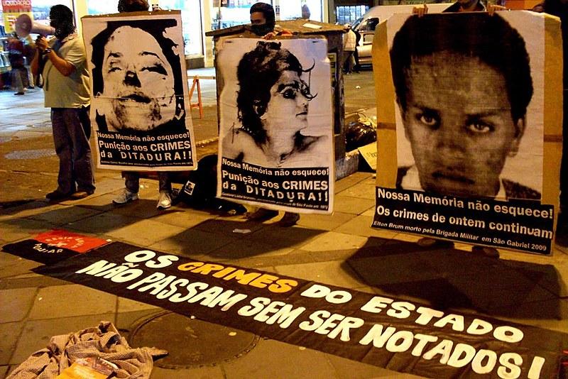 Manifestação na Esquina Democrática, em Porto Alegre